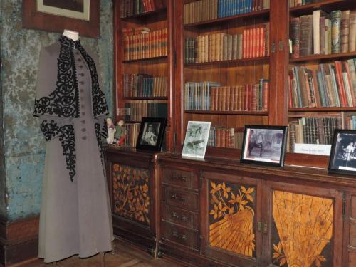 Annie Hegelers Coat Children's Room
