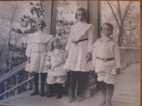 Carus children on porch